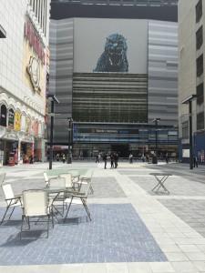 シネシティ広場_56m×26m